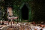 Cette série de photographies a été réalisée dans le cadre de l'atelier photo intitulé « Les lieux abandonnés ». Après une formation technique de prise de vue dans ce type d'environnement, les élèves se sont rendus par groupe dans divers lieux (La Chartreuse, L'hôpital Bavière, la patinoire de Coronmeuse, etc) pour réaliser leur projet.