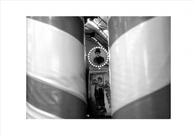 Ce projet est réalisé dans le cadre du cours d'arts d'expression. Après une série de cours consacrés à quatre photographes renommés (Henri Cartier-Bresson, William Klein, August Sander et Richard Avedon) les élèves sont invités à se saisir de la démarche photographique de ces artistes pour réaliser leur propre série de clichés. Voici quelques exemples sur base d'une thématique imposée: regards de foire.