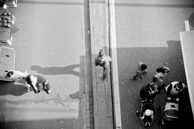 Pour ce projet du cours d'arts d'expression, les élèves devaient s'inspirer des démarches de 4 grands photographes (H.Cartier Bresson, R.Avedon, W.Klein et A.Sander) pour réaliser des photographies à l'occasion de divers marchés sur le sol liégeois. En voici quelques exemples.